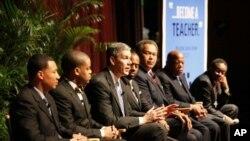 邓肯部长(左三)刘易斯众议员(右二)等呼吁黑人男生从教