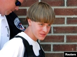 Dylann Roof, kẻ thực hiện vụ thảm sát tại một nhà thờ ở Charleston, ra tòa tại Shelby, bang North Carolina, ngày 18/6/2015.