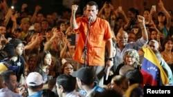 """Capriles dijo que podrá aumentar el salario mínimo en un 40% acabando con la """"regaladera"""" de petróleo a otros países."""