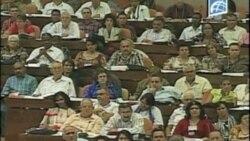 Raúl Castro sustituye a Fidel en la Jefatura del partido