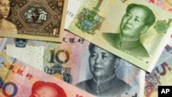 Billetes de renminbi o yuan de diferentes denominaciones. La divisa china fue agregada esta semana a la cesta de reservas del Fondo Monetario Internacional.