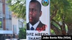 Cartazes de Daviz Simango e do MDM colados pelas ruas de Maputo. Moçambique, Outubro 2014