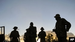 Kenyan security forces near Liboi, Kenya's border town with Somalia, October 15, 2011
