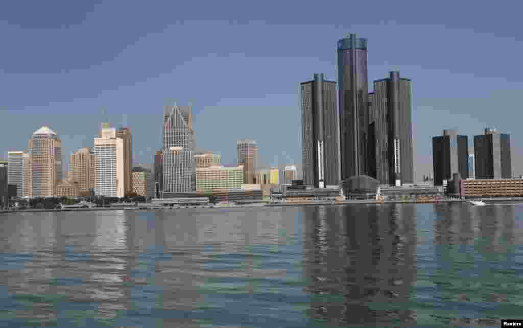 نمایی از شهر دیترویت در ایالت میشیگان از آن سوی مرز آمریکا از شهر ویندسور در کانادا
