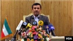 Presiden Iran Mahmoud Ahmadinejad yang akan menghadiri Sidang Umum PBB di New York pekan depan mengatakan akan membebaskan dua warga AS yang ditahan atas tuduhan mata-mata (13/9).