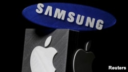 In a verdict reached May, 24, 2018, a jury said Samsung must pay Apple $539 million in damages for illegally copying some of the features of the iPhone. The Samsung and Apple logos are seen in this illustration in Zenica, Bosnia and Herzegovina, Jan. 26, 2016.