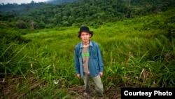 Nhà nghiên cứu sinh học Rudi Putra đang phối họp các nỗ lực cứu các khu rừng mưa nhiệt đới ở Sumatra, Indonesia
