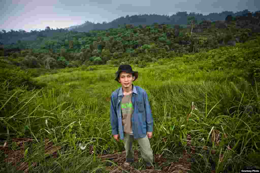 Ahli biologi Rudi Putra mengkoordinasikan upaya untuk menyelamatkan habitat hutan hujan di Sumatra, yang merupakan tempat dengan keragaman hayati tertinggi di dunia. (Goldman Environmental Prize)