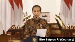 Presiden Joko Widodo dalam konferensi pers di Bogor, Minggu, 15 Maret 2020, mengimbau masyaratak untuk bekerja, sekolah dan beribadah di rumah demi mencegah meluasnya perebakan virus corona di Indonesia. (Foto: Courtesy/Biro Setpres RI)