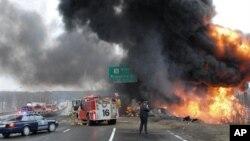 2008년 3월 미국 매사추세츠에 고속도로상에서 발생한 유조차 충돌사고 현장(자료사진)