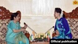 အိႏၵိယျပည္ပေရးရာ၀န္ႀကီး HE. Smt. Sushma Swaraj ႏွင့္ ေဒၚေအာင္ဆန္းစုၾကည္ (myanmar state counsellor office)