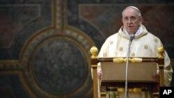 Sambil memulai tugas sebagai pemimpin pertama Gereja Katolik dari Serikat Yesus, Paus Fransiskus mengangkat profil ordo keagamaan yang telah lama terlibat dalam karya misionaris di Asia (foto: 14/3).