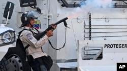 Las movilizaciones opositoras de los últimos días han terminado en enfrentamientos entre manifestantes y los cuerpos de seguridad que han dejado un muerto, decenas de heridos y un centenar de detenidos.