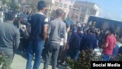 تجمع مردم آق قلا در مقابل فرمانداری