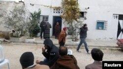 نمایی از خانه والدین انیس عامری، مظنون حمله به بازاچه کریسمس برلین، در تونس - ۴ دی ۱۳۹۵