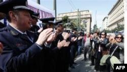 Yunanistan'da Polis ve Protestocular Çatıştı