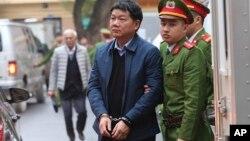 """Cựu ủy viên Bộ Chính trị Đinh La Thăng nhận án 13 năm tù vì """"cố ý làm trái"""""""
