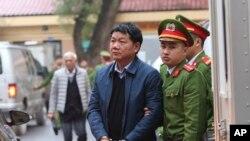 Viện Kiểm sát Nhân dân Hà Nội đề nghị mức án 14-15 năm tù hôm 10/1 đối với ông Đinh La Thăng.