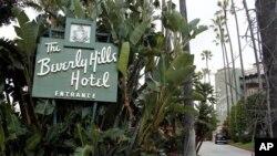 Pintu masuk Beverly Hills Hotel di Beverly Hills, California. (Foto: Dok)