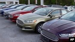 Las ventas de autos han bajado durante cuatro meses consecutivos, la primera vez que ocurre eso desde que la economía del país se paralizó en 2009.