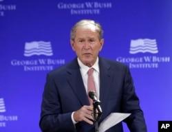 美国前总统乔治·W·布什在乔治·W·布什研究所主办的一次论坛上发表讲话。(2017年10月19日)