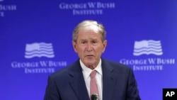 Bivši predsednik Džordž Buš govori na forumu pod pokroviteljstvom instituta Džordž W. Buš u Njujorku.