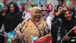 Para pendukung oposisi melakukan unjuk rasa menuntut pembebasan mantan presiden Maladewa Mohammad Nasheed, dalam aksi di Male', Jumat (1/5).