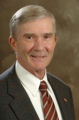 乔治亚州前司法部长迈克尔·鲍尔斯(Michael Bowers)