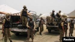 Tentara Pakistan melakukan operasi militer di di daerah kesukuan Khyber (foto: dok).