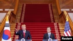 2019年6月30日,美国总统特朗普和韩国总统文在寅在韩国首尔青瓦台举行新闻发布会。