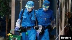 26일 흉기난동 사건이 발생한 일본 가나가와 현 장애인 시설에서 경찰 관계자들이 현장조사를 벌이고 있다.