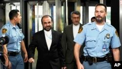 伊朗驻国际原子能机构代表纳贾费抵达维也纳与国际原子能机构会谈的场所