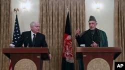 美國國防部長蓋茨與阿富汗總統卡爾扎伊在喀布爾舉行聯合記者會