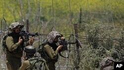 以色列士兵6月5日在戈兰高地边界线旁瞄准目标