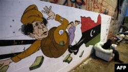 Qo'shma Shtatlar o'tgan hafta Liviyaga sanksiya joriy etgan edi. Kuni-kecha AQShda Qaddafiy va uning oilasiga qarashli hisob-raqamlari, 30 milliard dollar muzatildi