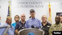 Gubernur Florida Rick Scott memberikan keterangan kepada wartawan terkait upaya persiapan pemerintah negara bagian tersebut menghadapi badai Irma (Foto: dok).