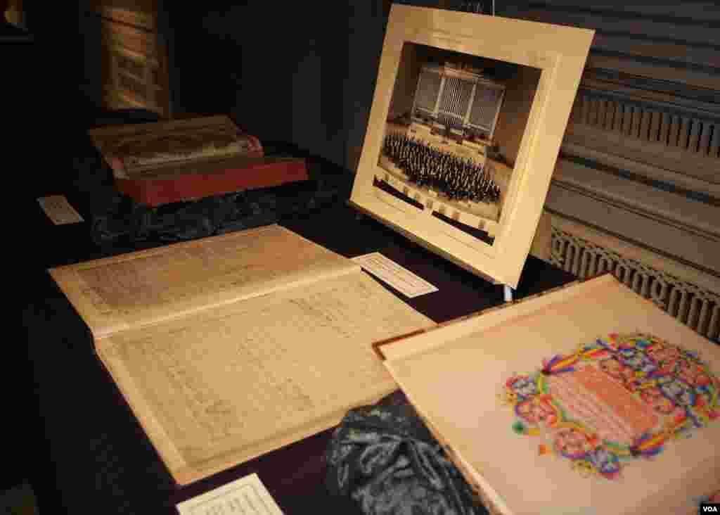Экспонаты выставки, посвященные русскому музыкальному искусству