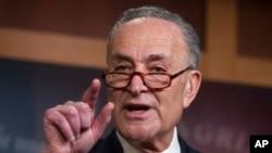 El líder de la minoría demócrata en el Senado dijo que se había llegado a un acuerdo a cambio de también empezar a discutir el tema migratorio.