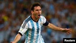L'argentin Lionel Messi après un but contre la Bosnie au stade Maracana à Rio de Janeiro 2014. REUTERS / Michael Dalder.