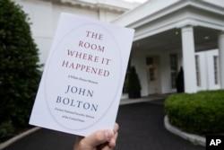 Chính quyền Trump đã tìm cách ngăn không cho xuất bản cuốn hồi kí của ông Bolton nhưng yêu cầu bị tòa án liên bang bác bỏ.