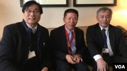 台湾关怀中国人权联盟理事长杨宪宏(图左戴眼镜者)、对话援助协会会长傅希秋(中间),台湾长老教会总会总干事林芳仲牧师(美国之音钟辰芳拍摄)