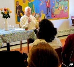 FILE - Allan Lokos teaching meditation at New York's Community Meditation Center, where he first introduced many of his Buddhism-inspired 'pocket practices.'