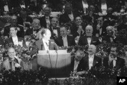 Robert Kennedy öldürüldükten sonra Demokrat Parti başkan adaylığına seçilen dönemin başkan yardımcısı Hubert H. Humphrey (Ekim 1968)