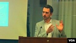 Jorj Gavrilis, Vashingtondagi Xollings nodavlat tashkiloti (Hollings Center for International Dialogue) rahbari.
