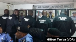 Les éléments de la brigade spéciale de répression des vols SARS, au Nigeria, le 6 octobre 2020. (VOA/Gilbert Tamba)