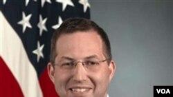 Derek J. Mitchell saat ini menjabat Wakil Asisten Menteri Pertahanan AS untuk masalah Keamanan Asia dan Pasifik.