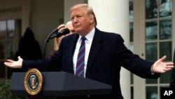 ប្រធានាធិបតីសហរដ្ឋអាមេរិក Donald Trump ថ្លែងនៅក្នុងសេតវិមានបន្ទាប់ពីជំនួបមេដឹកនាំសភាអំពីសន្តិសុខព្រំដែនកាលពីថ្ងៃទី០៤ ខែមករា ឆ្នាំ២០១៩ ក្នុងទីក្រុងវ៉ាស៊ីនតោន។