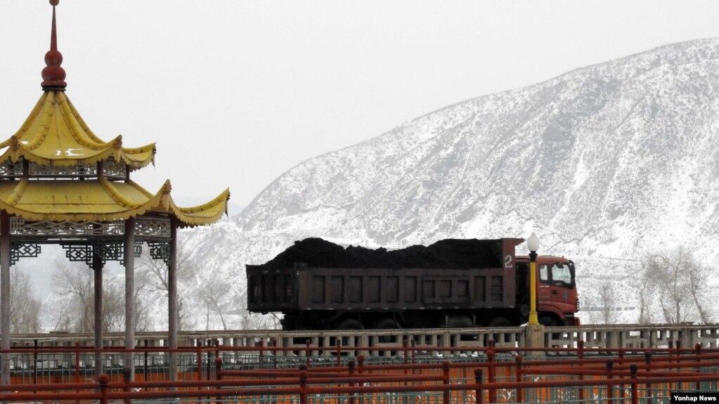 Việc Trung Quốc mới đây ra lệnh cấm nhập khẩu than đá của Bắc Hàn đã bị hãng thông tấn nhà nước KCNA ở Bình Nhưỡng chỉ trích.