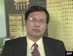 胡星斗教授(资料照片)