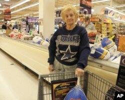 70多岁的马西娅•里曼(Marcia Ryman)女士选了一只重达19磅的火鸡